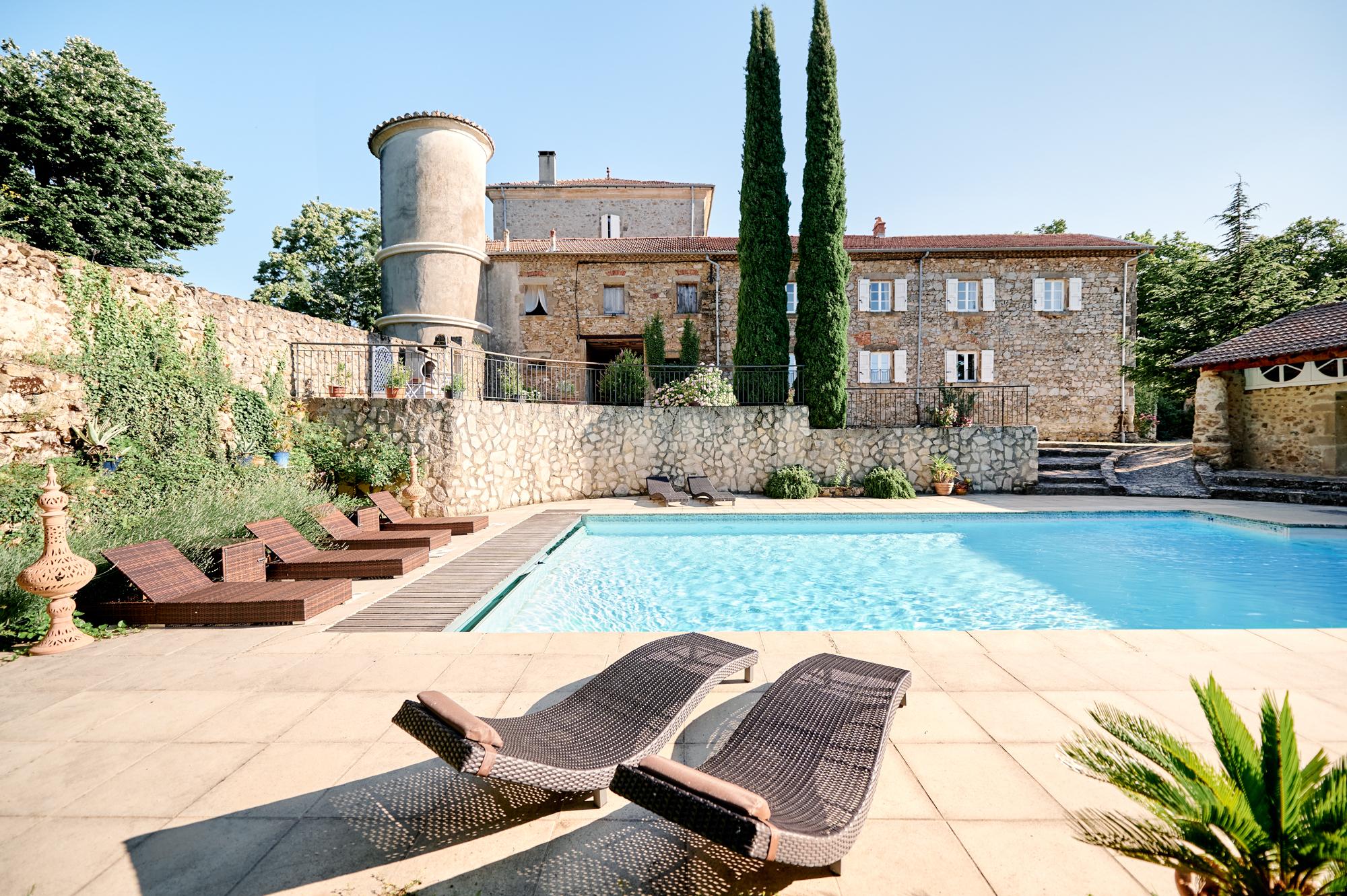 la piscine du chateau Chavagnac