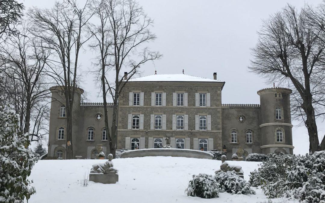 Beauté du paysage enneigé au Château Chavagnac
